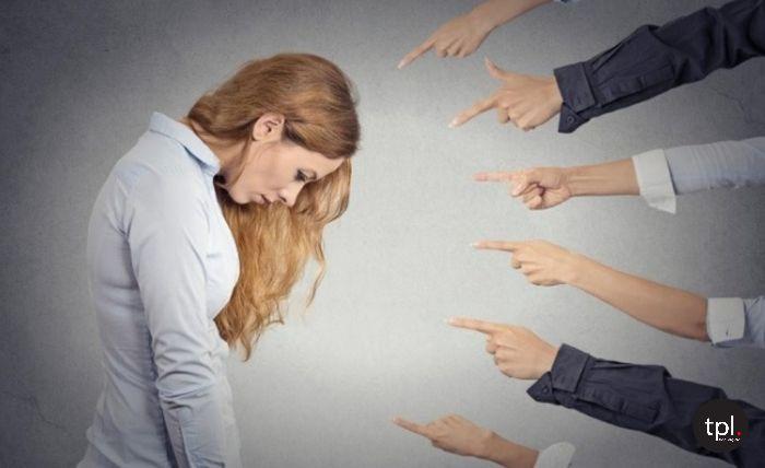 Người cầu toàn bị ám ảnh bởi những chỉ trích