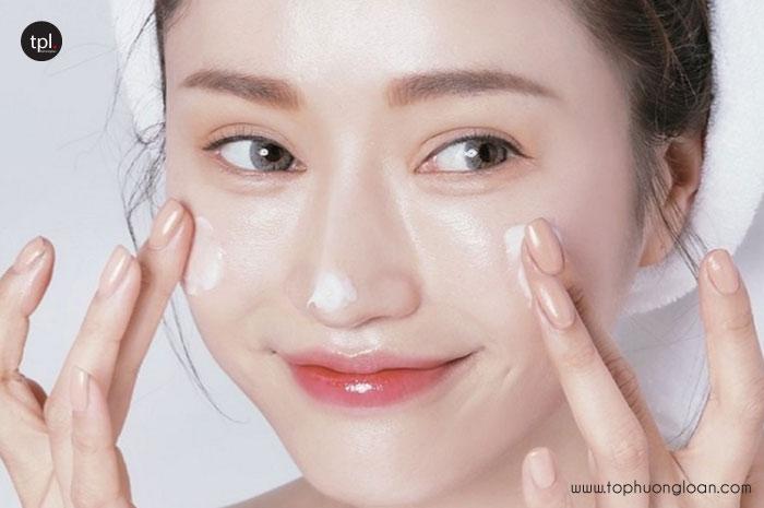 Sử dụng kem dưỡng, mặt nạ chống lão hóa